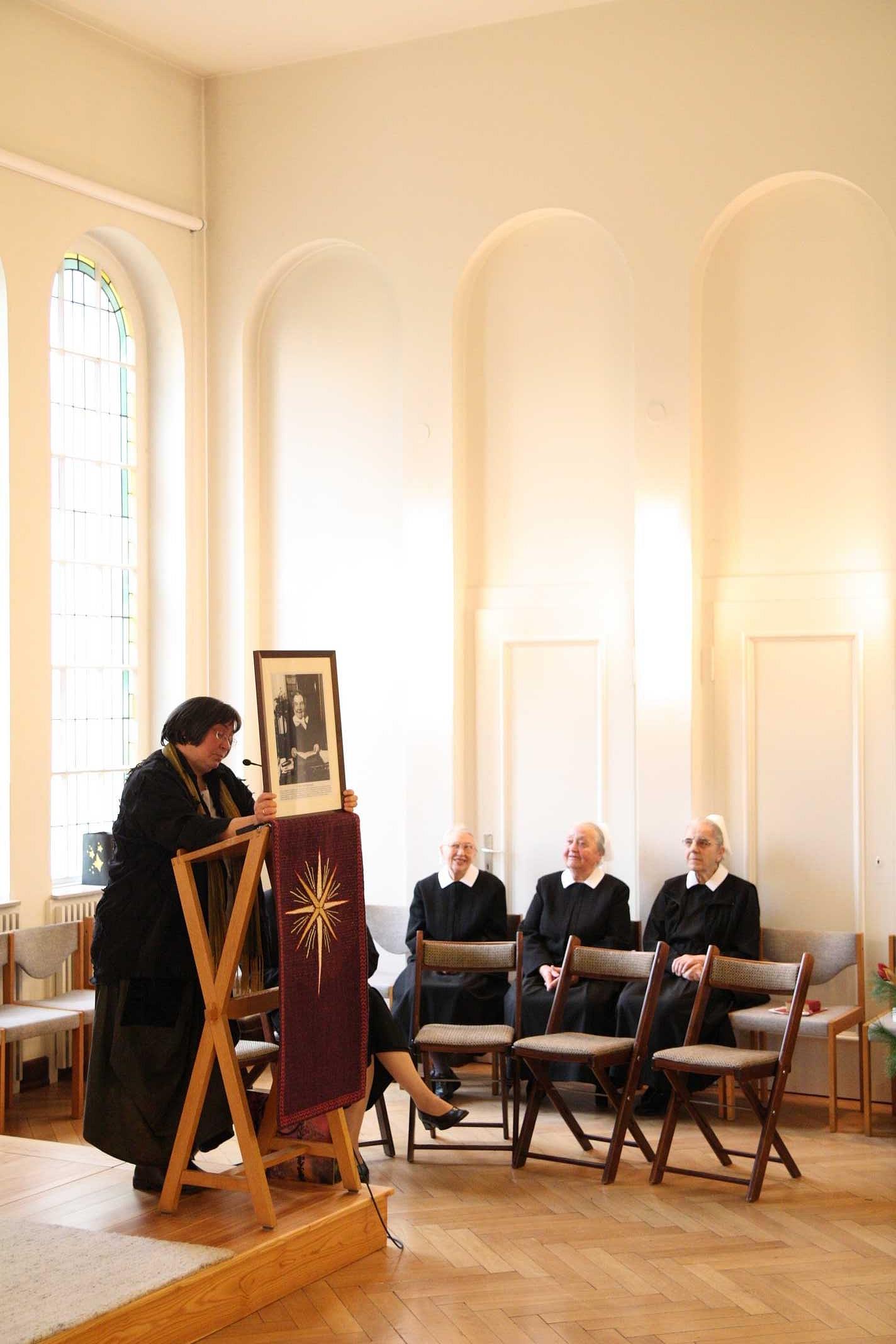 Sr. Sigrid Pfäfflin stellt Frieda v. Bodelschwingh vor...